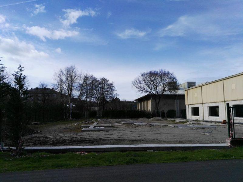 IU de Navia denuncia la paralización del expediente de cimentación de la caldera de biomasa para la piscina municipal