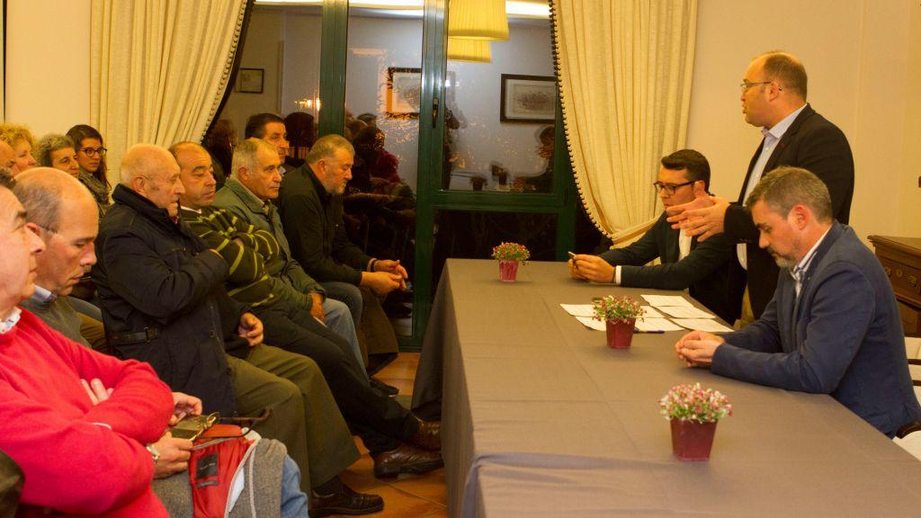 Setenta afiliados y simpatizantes participan en la Asamblea del PP de Ribadeo