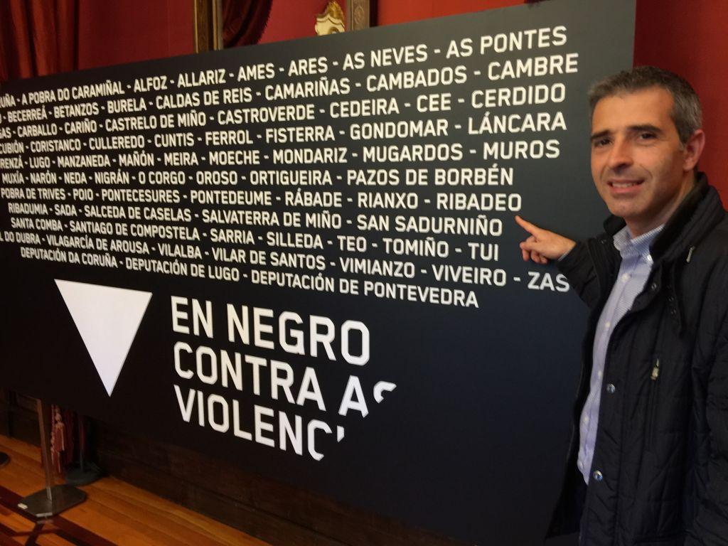 """Ribadeo se suma a la campaña """"En negro contra as violencias"""""""