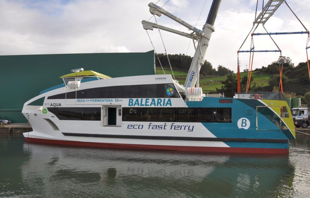 Gondán está construyendo cuatro catamaranes de fibra para la naviera Baleària