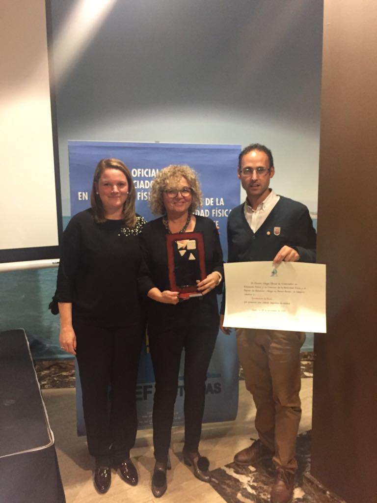 Entrega del Premio Deportivo COLEF al Ayuntamiento de Navia