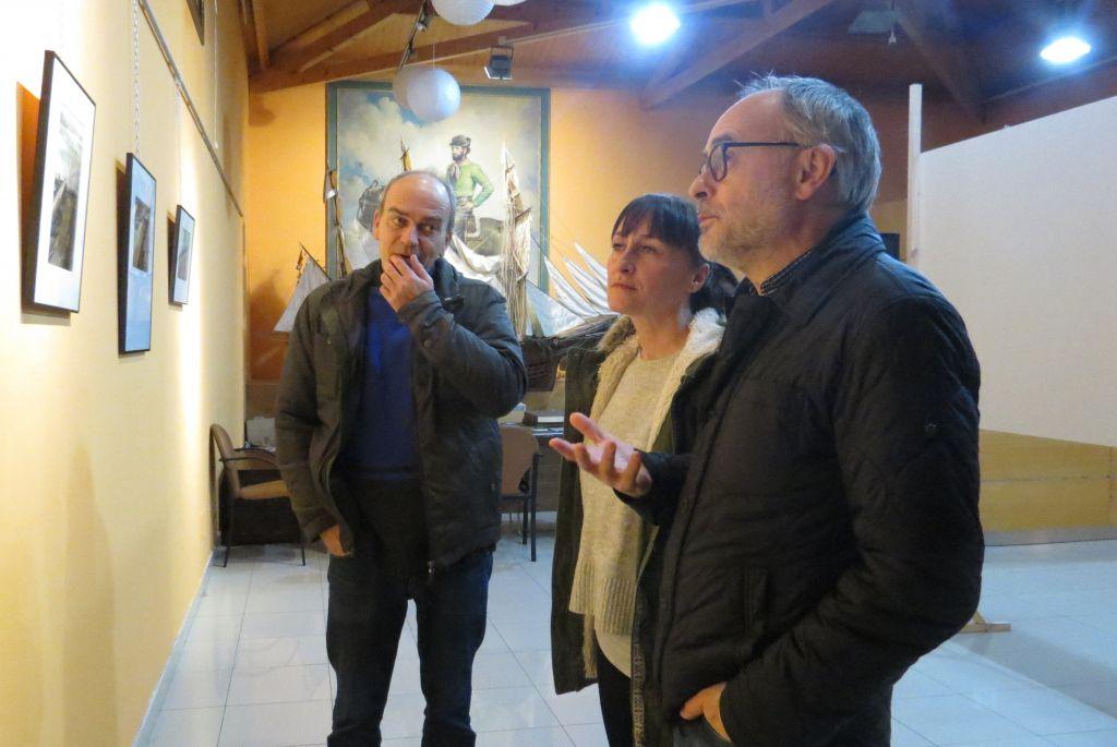 Inaugurada en Ribadeo, una exposición de fotografías sobre la catástrofe del Prestige