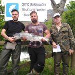 Un joven ribereño de Brieves echó a tierra el Campanu del Esva de 4,300 kilos