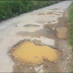 Vecinos y vecinas de San Juan de Moldes (Castropol) lamentan el estado de los caminos del pueblo